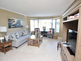 7525 Yacht Club-2nd Floor Fully Renovated Harbourview villa. Beautiful Views - Hilton Head vacation rentals