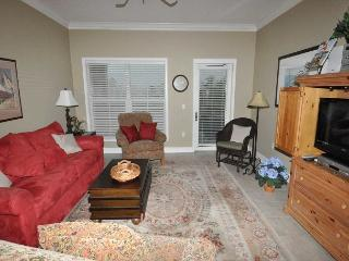 303 NorthShore - Pretty 3rd Floor Villa.  Quick 100 yards walk to the beach. - Hilton Head vacation rentals