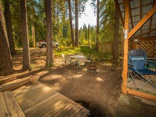 """Cozy """"Peace of Pine,"""" with Wi-Fi, and Hot Tub close to it all - Leavenworth vacation rentals"""