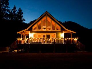 Peterson's Acres on 2 open acres, Wi-Fi, hot tub, 25 mins to town - North Cascades Area vacation rentals
