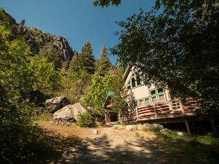 5 mins to downtown, private deck and hot tub. - Leavenworth vacation rentals