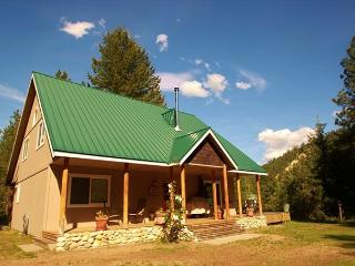 Peace and relaxaton at the Pine Tree Cottage 30 mins from Leavenworth - Leavenworth vacation rentals