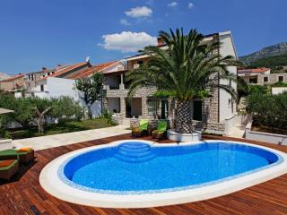 Diana 4-offers a wonderful view over the rooftops of Bol from the sunny balcony - Bol vacation rentals