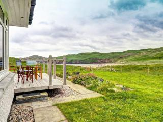 Comfortable House with Deck and Internet Access - Uig vacation rentals