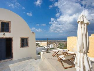 The house of the seven ships - Oia vacation rentals