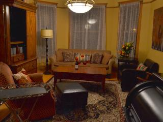 Teri's Chicago Guest House * Wrigley Suite - Chicago vacation rentals