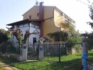 casa con 8 appartamenti 300mdal mare - Porec vacation rentals