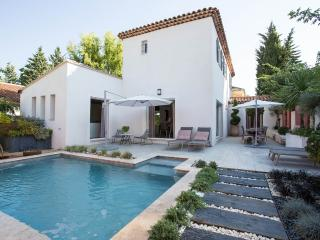 Villa with pool close to Aix city centre - Aix-en-Provence vacation rentals