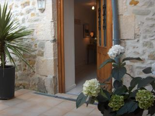 Cozy 2 bedroom Gite in La Trimouille with Internet Access - La Trimouille vacation rentals