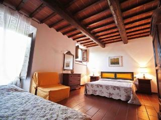 3 bedroom Florence Tuscany apartment with swimming - Castelfiorentino vacation rentals