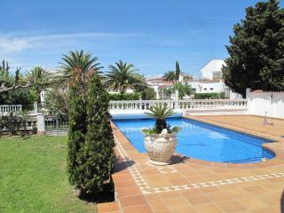 0040-MAGNIFICA CASA CON PISCINA AL CANAL EMPURIABR - Empuriabrava vacation rentals