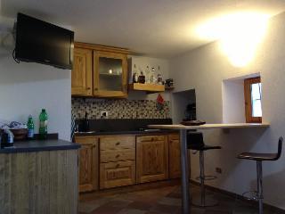 monolocale arredato in stile di montagna - Aosta vacation rentals