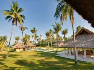Stylish 6 Bedroom Villa in Lombok - Lombok vacation rentals