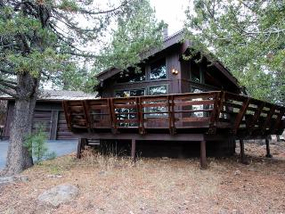 Secluded getaway with a cozy loft & access to shared pool, hot tub, gym & sauna! - Truckee vacation rentals