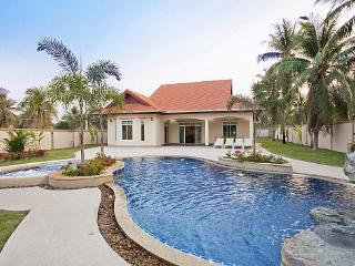 Private 4 bed family pool villa - Bang Lamung vacation rentals