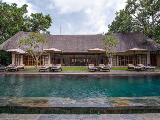 Tirtadari Villa, 7 Bedroom Villa in Kerobokan - Riau vacation rentals
