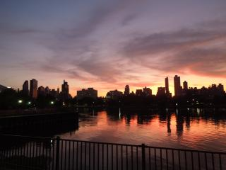 MANHATTAN just mins away - Queens vacation rentals