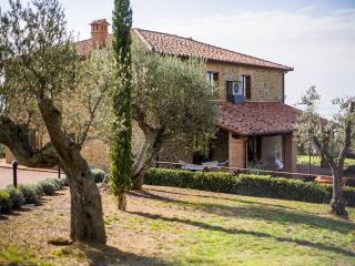 Tramonti, ravishing lakefront Villa nestled among the tuscan hills. - Passignano Sul Trasimeno vacation rentals