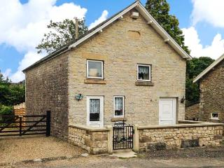 CHAPEL COTTAGE, near to walks and the city of York, with a garden in Hutton-le-Hole, Ref 17677 - Hutton le Hole vacation rentals
