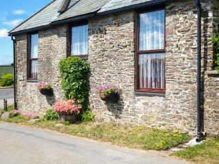 PRIMROSE COTTGE, barn conversion, single-storey, peaceful location, close to walks, near Great Torrington, Ref 917906 - Devon vacation rentals