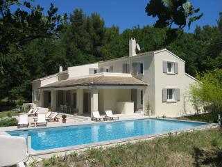 Nice Villa with Internet Access and Dishwasher - Pernes-les-Fontaines vacation rentals
