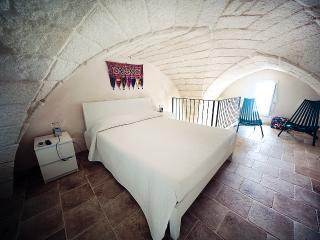 Guest House Tana del Riccio - Suite Viaggiatore - Poggiardo vacation rentals