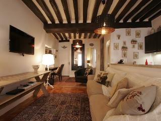 G05639 - 2 bedroom rue Mouffetard - Paris vacation rentals