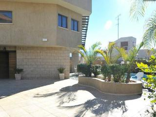 Lovely Villa with A/C and Satellite Or Cable TV - Eilat vacation rentals