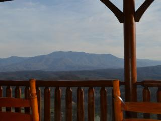 Luxury Vacation Cabin-Dramatic SmokyMountain View! - Pigeon Forge vacation rentals