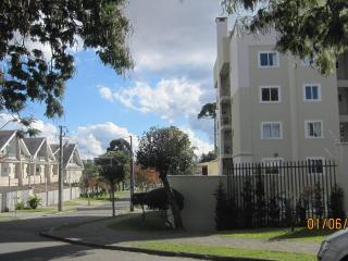 Apto novo, condo, linda localização - Curitiba vacation rentals