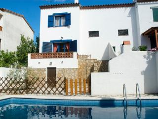 Cozy 3 bedroom L'Escala House with Television - L'Escala vacation rentals