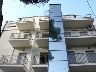 Cozy 2 bedroom Cattolica Apartment with A/C - Cattolica vacation rentals