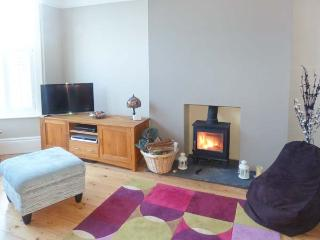 SEA VIEW, short walk to beach and town amenities, woodburning stove, parking, in Bexhill-on-Sea, Ref 918191 - East Sussex vacation rentals
