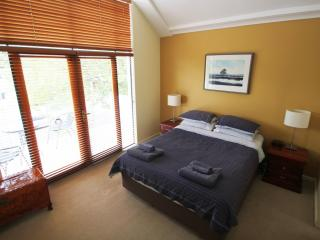 Constitution Lodge - East Perth - Perth vacation rentals