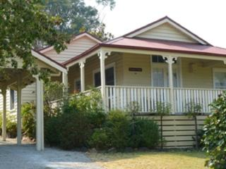 Brentwood Cottage - 2 Min walk to township. - Healesville vacation rentals