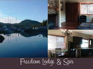 Nice Condo with Deck and Internet Access - Madeira Park vacation rentals