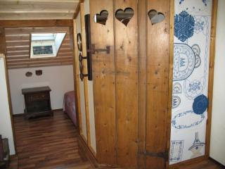Perfect 6 bedroom House in Innri-Njarthvik - Innri-Njarthvik vacation rentals