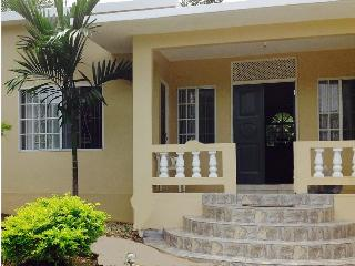 Montego Bay villa 3Bdr close to Jazzfest/Sumfest - Montego Bay vacation rentals