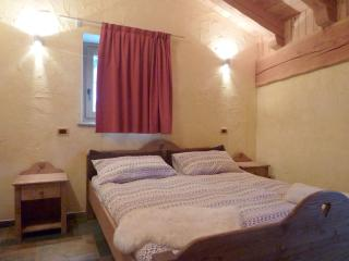 Convenient Gite in Morgex with DVD Player, sleeps 6 - Morgex vacation rentals
