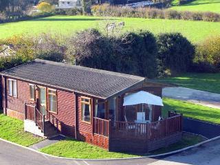 BRONWEN'S DEN, single-storey, detached lodge, pet-friendly, raised decked area, on quiet site in St Teath, Ref 917953 - St Teath vacation rentals