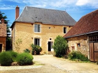 Beautiful 3 bedroom Manor house in Le Mans with Internet Access - Le Mans vacation rentals