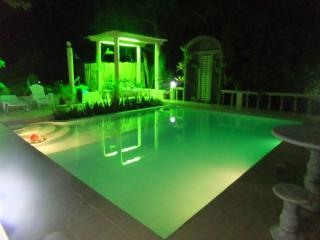 Perfect Condo with Internet Access and Garden - Manoc-Manoc vacation rentals