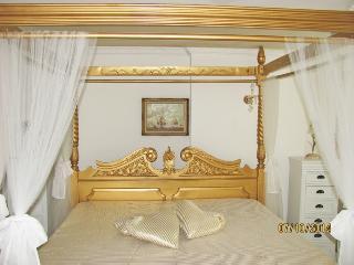 STORCHENFÄRBE Baroness LUXUS-Suite ***** - Memmingen vacation rentals