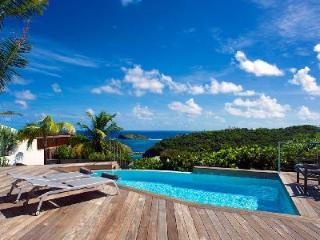 Romantic Bonbonniere villa, fully air conditioned, island views & daily maid - Pointe Milou vacation rentals