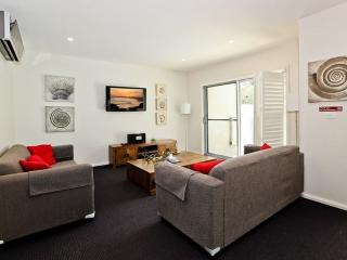 Cozy 3 bedroom Condo in Salamander Bay - Salamander Bay vacation rentals
