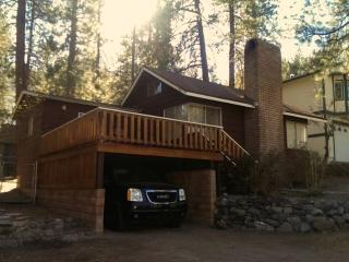 Cathy's Cozy Red Cabin  2BD/1BA Sleeps 5 - Wrightwood vacation rentals