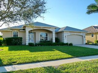 Cozy family retreat w/ heated pool & short walk to Mackle Park - Marco Island vacation rentals