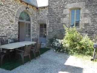Comfortable Gite with Internet Access and Central Heating - Uzel vacation rentals