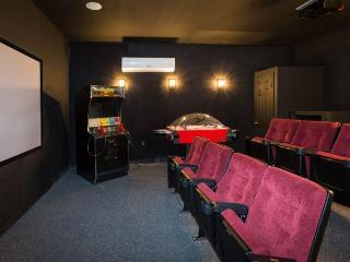 Windsor Hills,own cinema room, Xbox one, free WiFi - Kissimmee vacation rentals