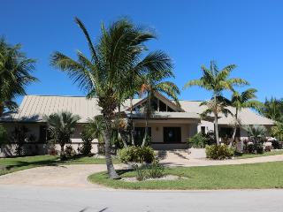 Beautiful House with Internet Access and A/C - West End vacation rentals